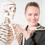 Jutta Aalto, osteopaatti, iyengarjoogaopettaja, jooga-anatomianopettaja, tietokirjailija